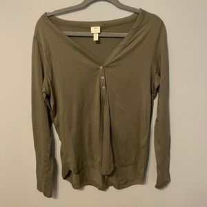 H&M army green Henley long sleeve size small